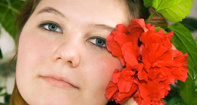 Girl-with-hibiscus