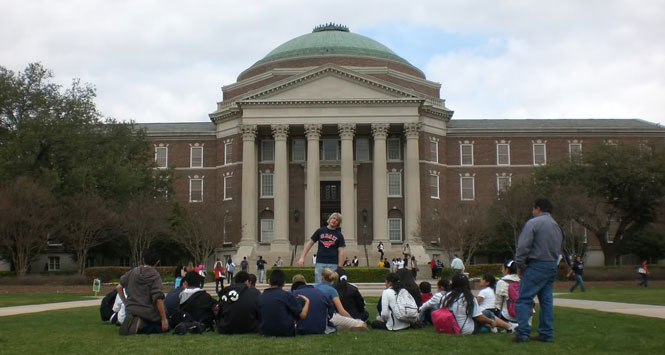College-students-sitting-on-lawn