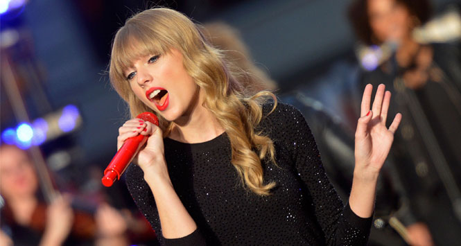 Taylor-Swift-Red-singing