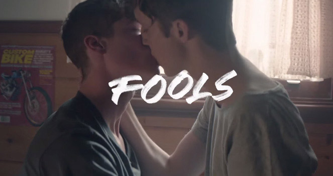 Troye Sivan's Blue Neighbourhood Shows Guys in a Real Relationship